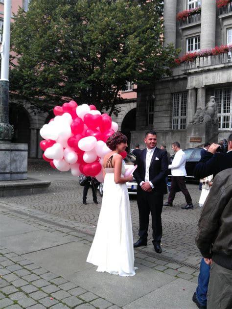 ballons zur hochzeit fliegen lassen  standesamt wuppertal