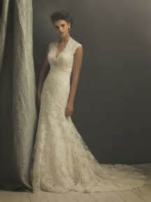 lace wedding dress with cap sleeves and long train sang