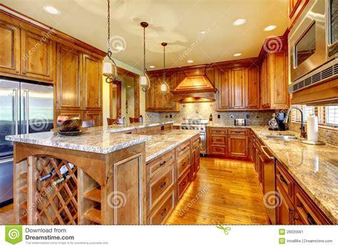 la cuisine du comptoir cuisine en bois de luxe avec la partie sup rieure du comptoir de granit image stock image