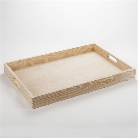plateau cuisine bois grand plateau à servir en bois massif aux lignes fluides