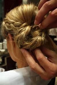 Chignon Cheveux Mi Long : chignon tress cheveux mi long ~ Melissatoandfro.com Idées de Décoration