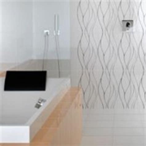 un carrelage facile d entretien dans la salle de bain