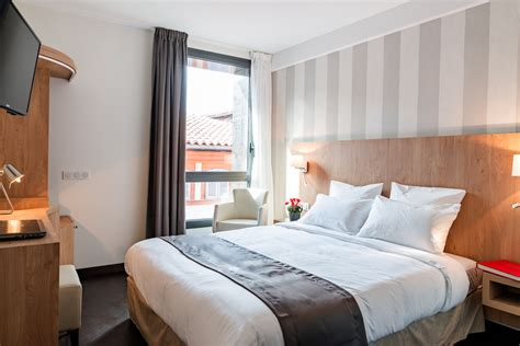chambre hotel réserver en ligne chambre hôtel toulouse le père léon