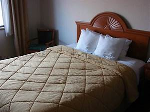 Comfortable bed but old style bedding picture of for Comfort inn bedding