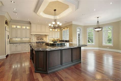 11 luxurious traditional kitchens antique white kitchen cabinets design