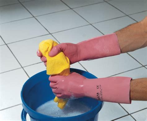 comment nettoyer le fond des toilettes comment 22 000 personnes ont sign 233 pour nettoyer des toilettes sans le savoir