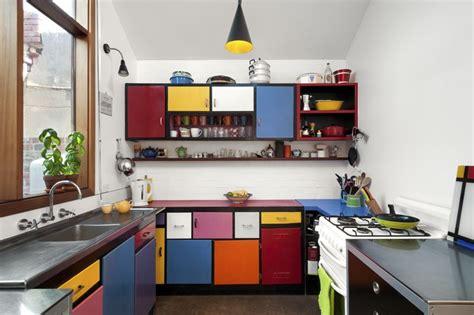 coloured kitchen accessories casa de colores gana un premio de dise 241 o interior verde 2365