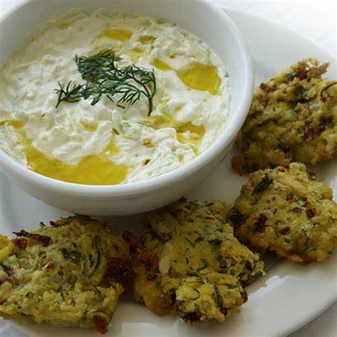 cuisine grecque recettes beignets de courgettes kolokithakia keftedes