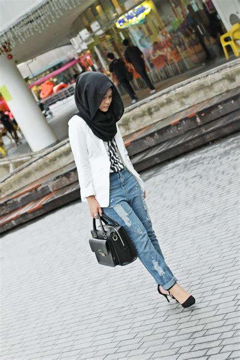 loving  boyfriend jeans blazer  simple black hijab