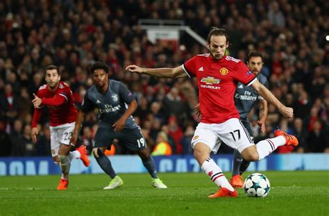 Barcelona retain 'special interest' in Manchester United ...