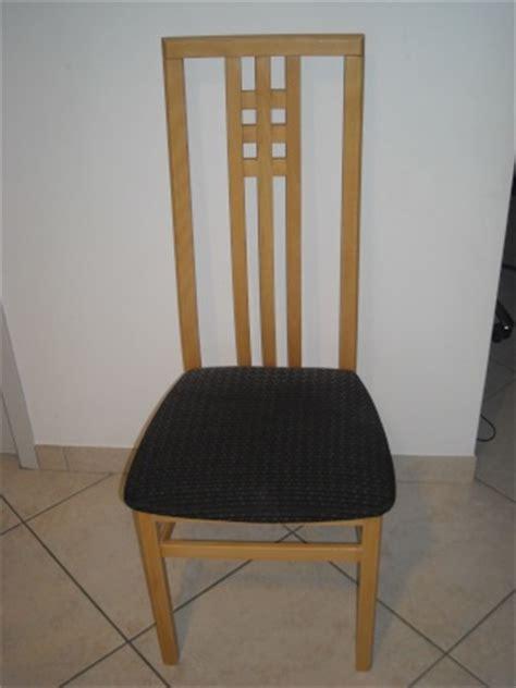repeindre chaise en bois repeindre des chaises et meubles en bois vernis comment