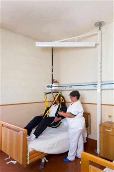 sollevatori per disabili a soffitto il sollevatore a bandiera leonardo disabili