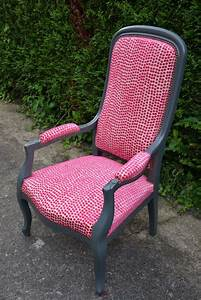 Fauteuil voltaire a pois rose meubles a tapisser for Tapisser fauteuil crapaud