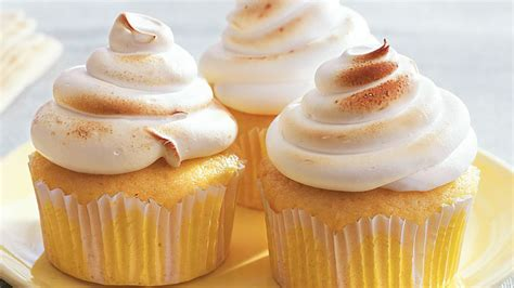 lemon meringue surprise cupcakes recipe bettycrockercom