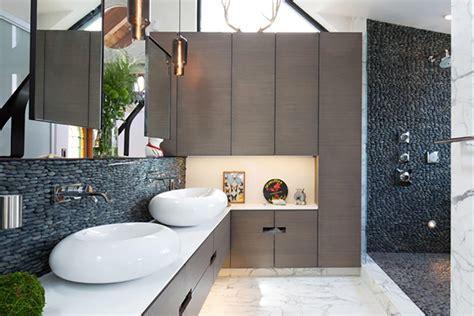 salle de bain rustique gr 226 ce au mur en cr 233 atif design feria