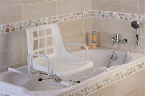 siege pivotant pour baignoire pour handicape siège de bain pivotant dupont