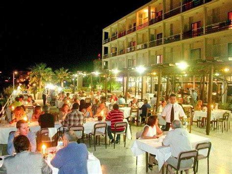 Denizkizi Royal Hotel, Kyrenia, North Cyprus Book. Hotel De Boskar 1773. Huaqiang Plaza Hotel. Palm City Hotel. Oasis Resort. Casa Velha Do Palheiro Hotel. Hotel Goldener Ochs. Seabreeze Bed And Breakfast. Ballina Beach Resort