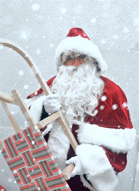 weihnachtswelt mit weihnachtsmann nikolaus christkind