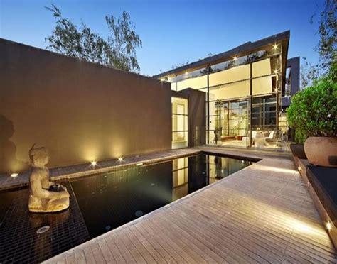 Contemporary glass house ? Adorable Home