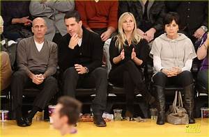 Reese Witherspoon & Jim Toth: Lakers Game Date Night ...