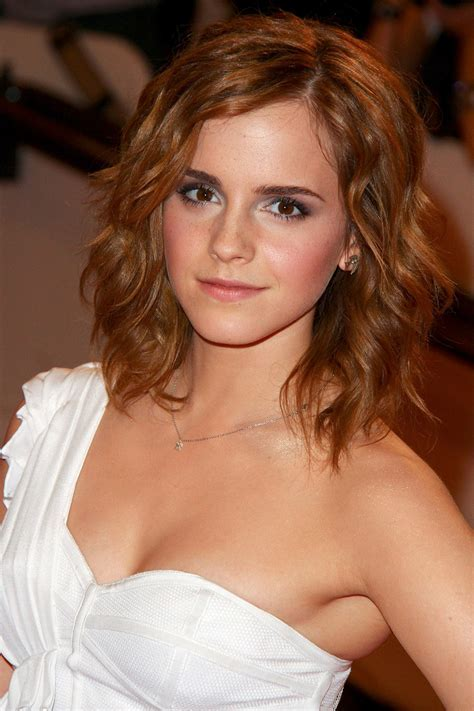 Emma Watson Hairstyles Through The Years   The Newest