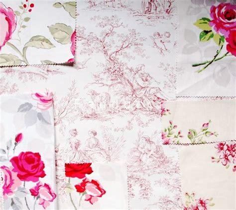 papier peint toile de jouy aquitaine coloris bordeaux et
