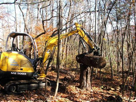action shot   mustang  picking   log   ht hydraulic mini