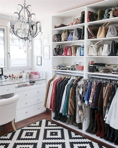 Beautiful Make Up And Dressing Room Decor Ideas To