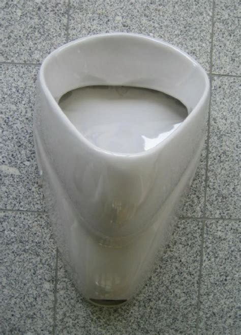 delta urinal pissoir pissuar zulauf von oben manhattan grau
