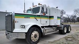 1986 Freightliner Semi  Tractor - Cat Motor - Wet Kit