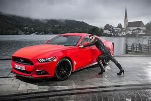 Mustang Pin Up : ford mustang empowers gracie opulanza gracie opulanza ~ Maxctalentgroup.com Avis de Voitures
