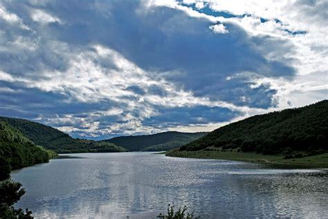 Rënia e nivelit të ujit në liqene shqetëson KRU ...