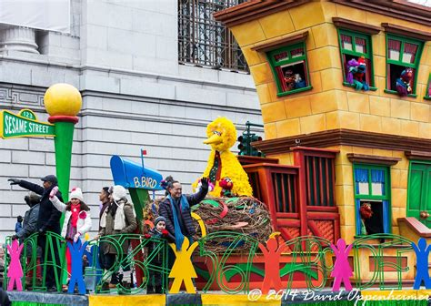 sesame street float macys thanksgiving parade