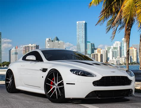 Aston Martin Vantage Backgrounds by Aston Martin V12 Vantage Wallpapers Pictures Images