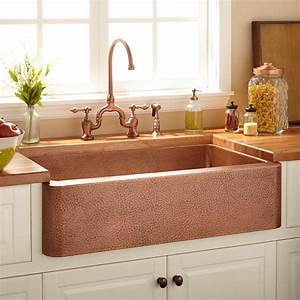 Angled Kitchen Island With Sink And Stovetop Stock Photo