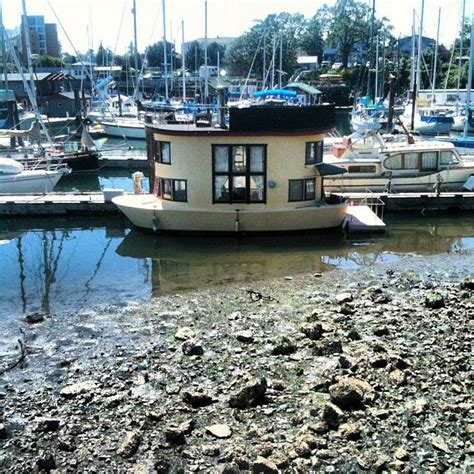 Small Boats For Sale Virginia by Best 25 Small Houseboats Ideas On Used