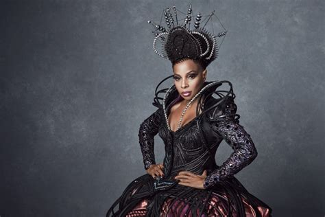 exclusive   mary  blige   wiz lives wicked witch   west vanity fair