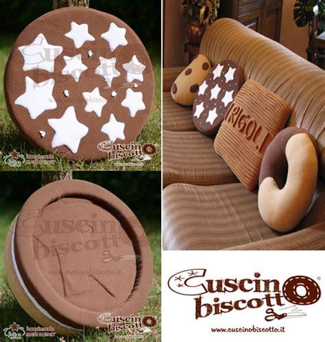cuscini forma di biscotto cuscino biscotto i cuscini golosi handmade ecco dove