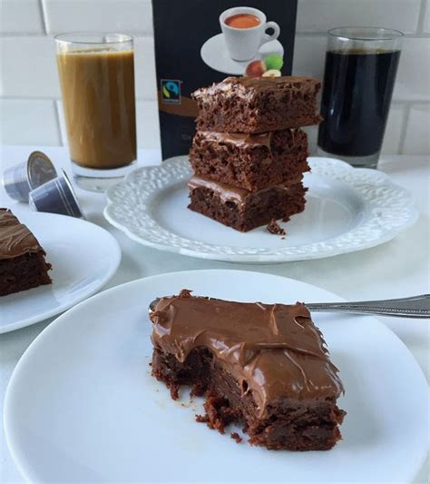 After frosting, sprinkle the coffee brownies with a dusting of our espresso brava salt for that extra allspice touch. Frosted Hazelnut Espresso Brownies | Recipe | Fudge ...