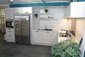 Küche Mit Side By Side Kühlschrank : nobilia musterk che l k che mit side by side k hlschrank in moderner holzoptik ~ Frokenaadalensverden.com Haus und Dekorationen