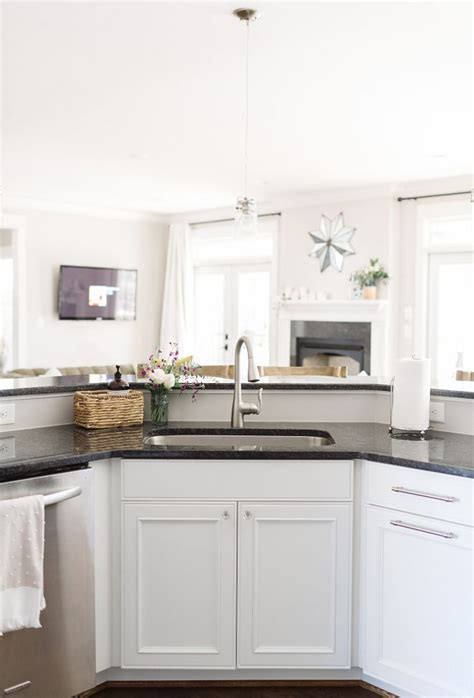 benjamin moore decorators white cabinets decorators white benjamin moore decorators white benjamin 306 | e35f5740c32fc139c83e63d114335391