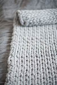 Chunky Knit Decke : diy knit a chunky blanket from wool roving perfect for interior decoration so warm and cozy ~ Whattoseeinmadrid.com Haus und Dekorationen