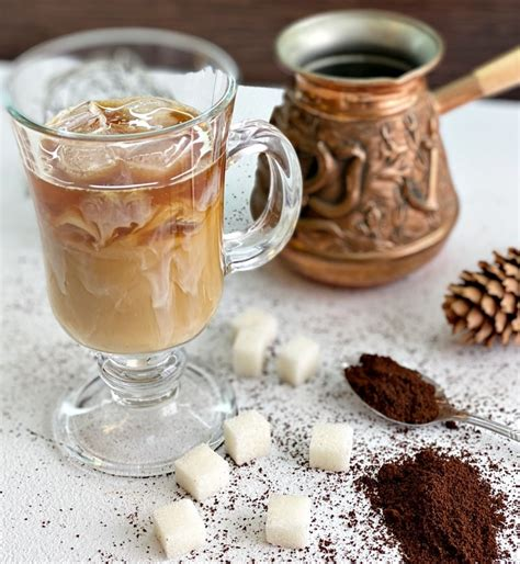 See lots of recipes for the hot brewed and cold brewed versions. Best Iced Coffee at Home - Delice Recipes