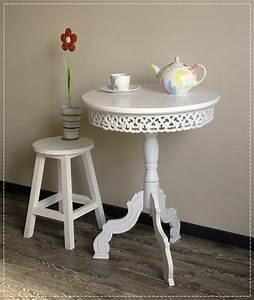 Tisch Weiß Holz : romantisch verzierter tisch rund holz wei landhaus shabby stil ~ Indierocktalk.com Haus und Dekorationen