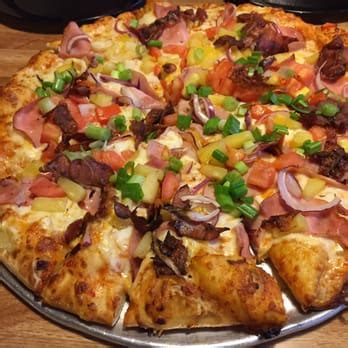round table pizza maui zaui round table pizza 63 photos 91 reviews pizza 3212