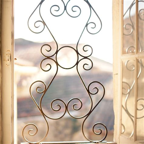 chambres d h es en provence grille de fenêtre modèle volutes fabrication française