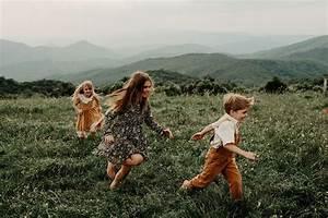 Blue Ridge Mountain Family Photoshoot at Max Patch near Asheville, North Carolina | Outdoor ...