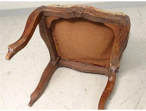 chaise cannee louis xv chaise 224 ch 226 ssis louis xv noyer sculpt 233 tapisserie fleurs chair xviii 232 me