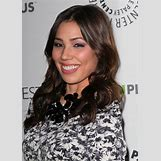 Michaela Conlin Straight Hair | 640 x 895 jpeg 110kB