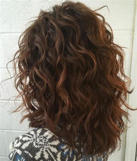 medium length curly hairstyles  give impression gophazer